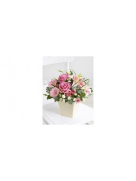 Σύνθεση με άνθη σε ροζ αποχρώσεις